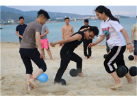 趣味沙滩团建项目—踩气球竞赛
